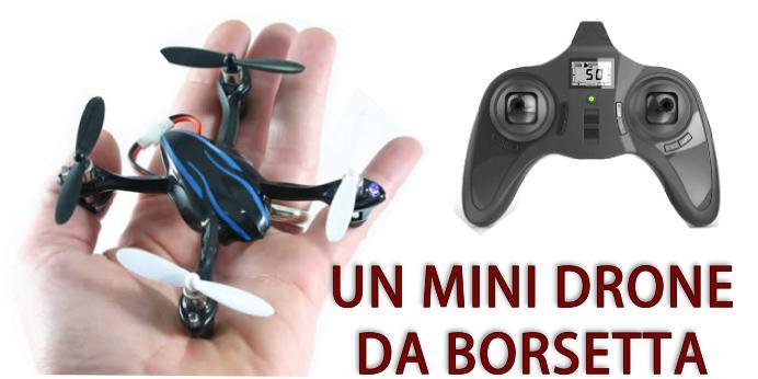 Un piccolo drone da borsetta, piccolo trasportabile e leggero