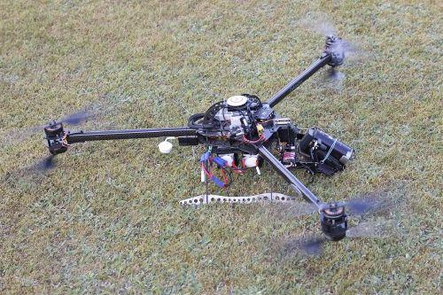 un particolare del drone dal peso di 4,5Kg