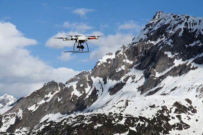 drone attraversa le Alpi -  foto credit (c) Microdrones