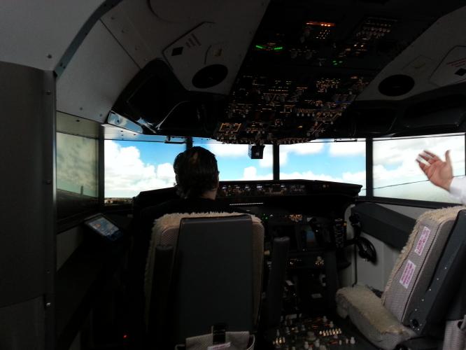 cabina-simulatore-accademia-del-volo-20141206
