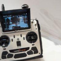 Radiocomando con monitor integrato