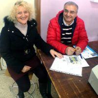 la Presidente dell'AeC Red Baron Club, Santa Napolitano, e il professor  Fabio Scaccia dell' l'IItis Don Giuseppe Morosini