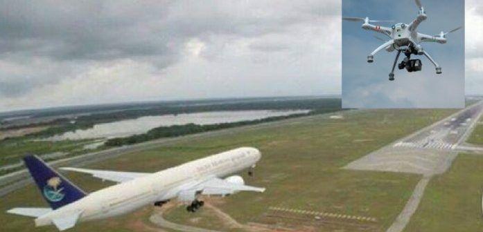 aereo in pista atterraggio con drone