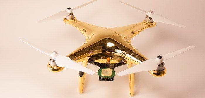 drone ricoperto d'oro per sceicchi