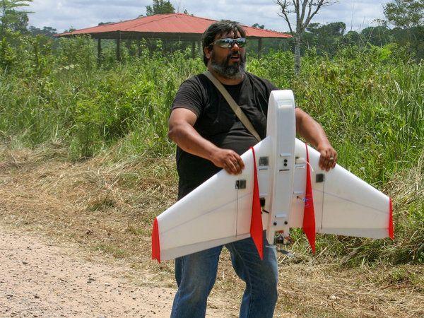 Carlos Castaneda lancia drone in amazzonia