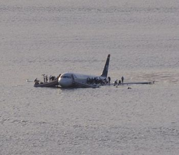420px-Plane_crash_into_Hudson_Rivercroped