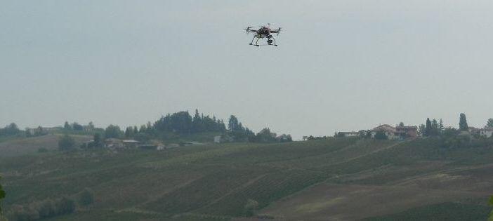 drone.-su-campo-agricolo