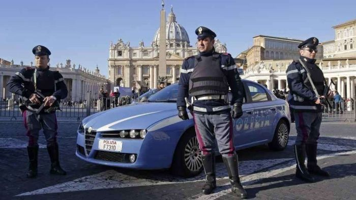 Poliziotti in Vaticano - foto (c) agi.it