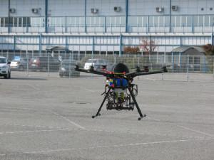 Nella foto il drone Salt & Lemon equipaggiato con termocamera e sensore meteo/gas per la misura del livello di Biossido di azoto