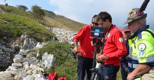 esercitazione alpini e protezioen civile con i droni