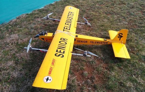 Quad plane. drone sperimentale a decollo verticale