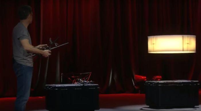 drone lampadario volante al TED con Raffaello D'Andrea