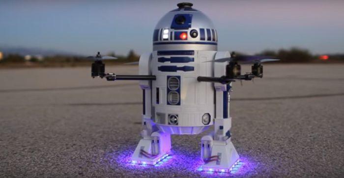 r2d2 droide di StarWars vola grazie a un drone