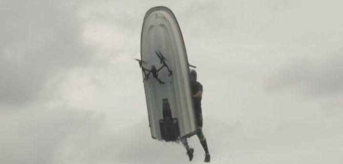moto d'acqua contro drone