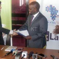 La firma dell'accordo tra la startup Zipline e il Governo del Ruanda