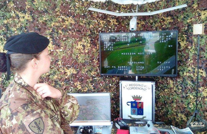 drone-raven-replica-monitor-stand-esercito-italiano