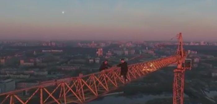 drone-riprende-arrampicata-su-gru