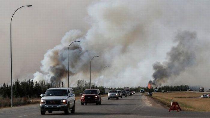 famiglie-evacuate-incendio-alberta-canada