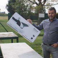 Special guest: Luigi Contin di iDRONI mostra la scatola del Disco