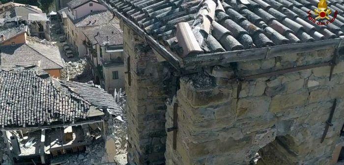 edificio-pericolante-fotografato-da-drone-vvff-amatrice