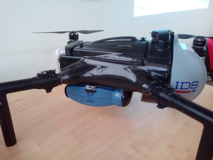 drone-colibri-ids-defibrillatore-700