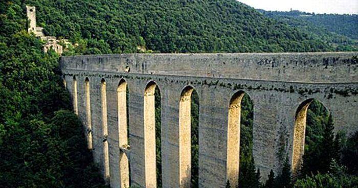 drone-controlla-il-ponte-delle-torri-di-spoleto
