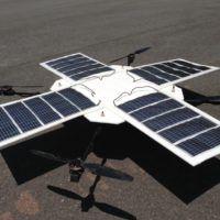 Un multicottero sperimentale con pannelli solari