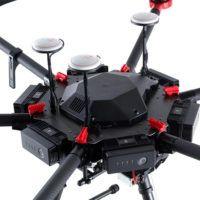 particolare del drone DJi M600PRO e centralina di controllo