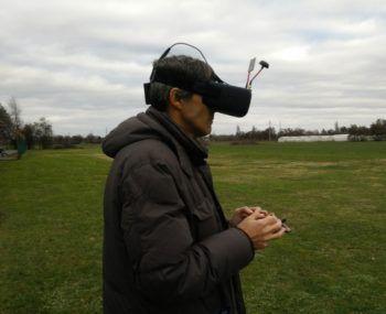 pilota-fpv-drone-eachine-vr-d2