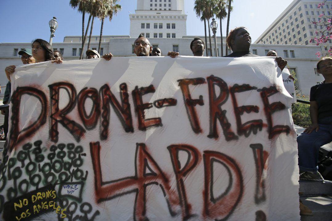 protesta contro uso dei droni a los angeles