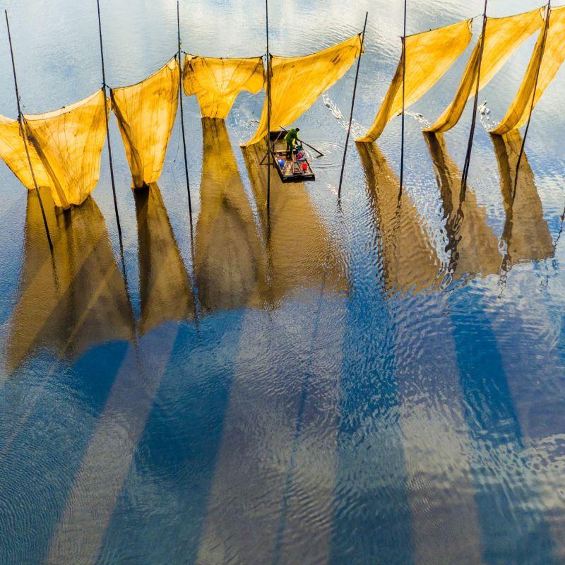 fishermen close to the net (best photo)