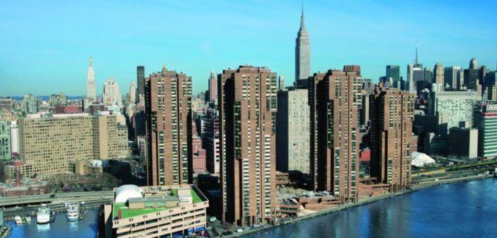 New york drone sfonda una finestra al 27esimo piano for Finestra new york