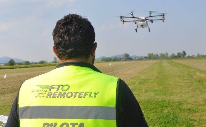 fto-remotefly-con-drone-agricolo-dji-agras-mg1