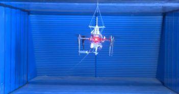 spidermav drone che lancia corde con magneti