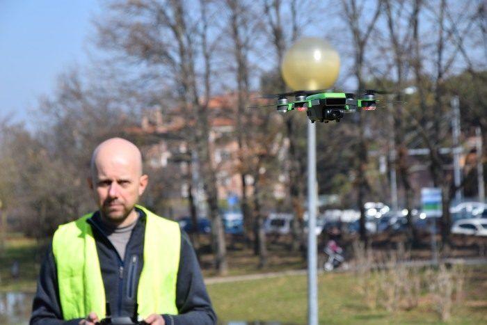 Mauro Cioni pilota e operatori di droni SAPR da 0,3Kg, in volo nel centro di Casalecchio di Reno