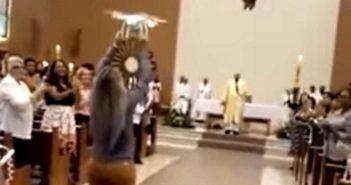 drone in chiesa in brasile