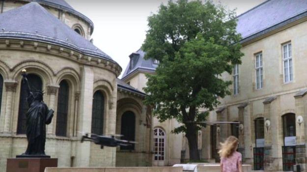 drone parrot anafi museo parigi