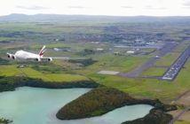 drone filma airbus in decollo mauritius