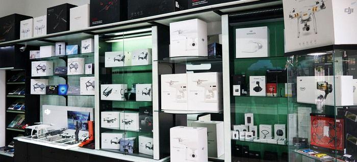 Inaugura domani a milano un nuovo punto vendita droni for Negozio con kit abitini