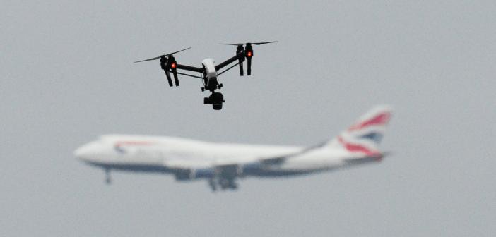 Droni sull'aeroporto di Heathrow, un sospettato comparirà davanti al giudice