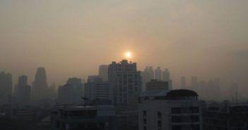 droni spruzzzano acqua contro inquinamento bangkok