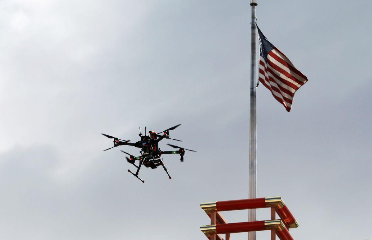 USA: finalmente i piccoli droni volano di notte e sulla gente