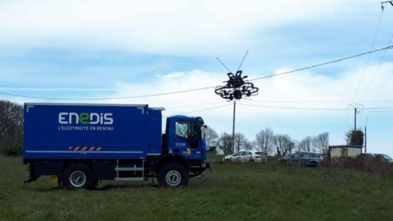 Francia: un drone per segnalare agli uccelli i cavi dell'alta tensione